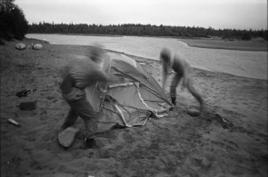 Кро ломает палатку. Неприятие