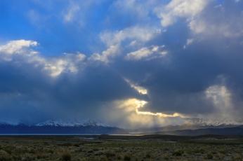 Закат над озером и ледником Viedma