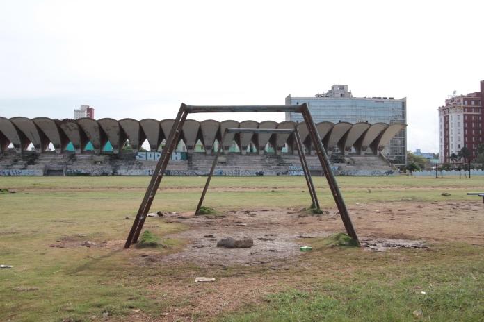 Стадион пустует